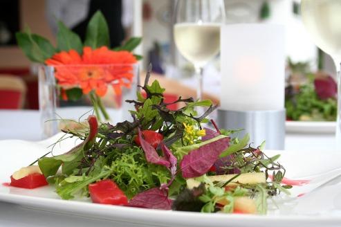 wild-herbs-salad-2267949_1920